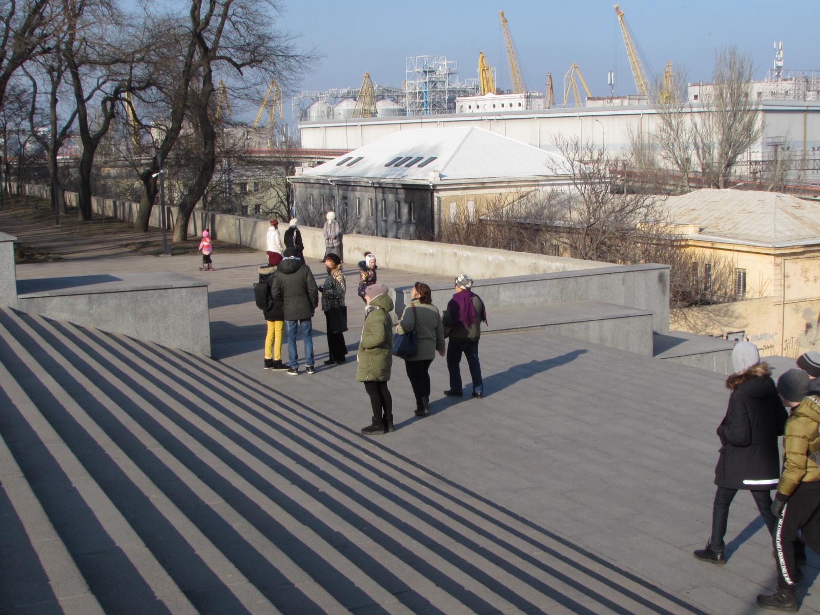 Многие одесситы сворачивают в парк, чтобы не подниматься по ступенькам