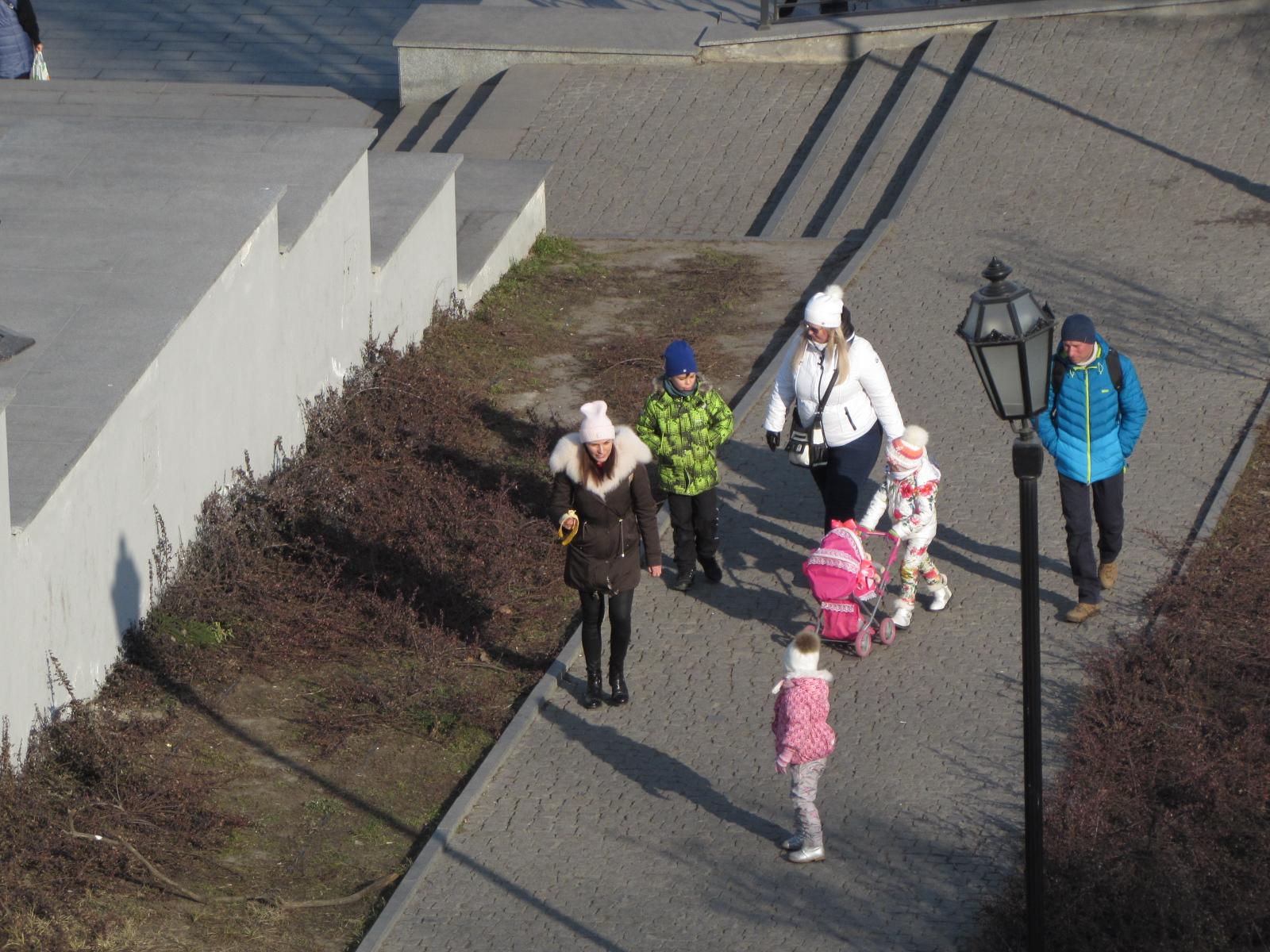 Пройтись по парку - хорошая альтернатива канатной дороге, да и не так тяжело