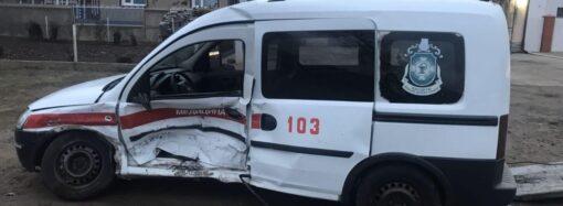 Водій швидкої загинув, лікарка – у важкому стані: на Одещині легковик зіштовхнувся з каретою швидкої допомоги