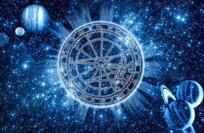 Год любви, прибыли и справедливости: сбылись ли прогнозы астрологов на 2019 год