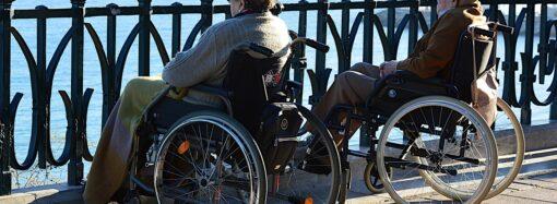 Уход за людьми с инвалидностью: где взять подгузники, глюкометр и слуховой аппарат?