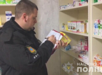 В Одессе накрыли аптеку, где без лицензии торговали медикаментами (видео)