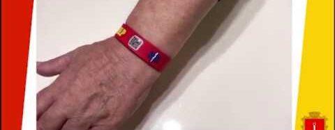 Понад півтисячі одеситів отримали ідентифікаційні браслети з QR-кодом для екстреної допомоги (відео)