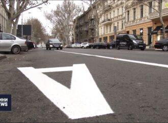 За 2 тижні — 54 постанови: в Одесі патрульні скаржаться на водіїв, які виїжджають на смуги для громадського транспорту