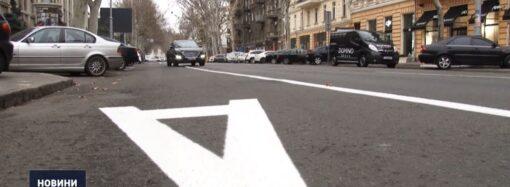 За 2 тижні – 54 постанови: в Одесі патрульні скаржаться на водіїв, які виїжджають на смуги для громадського транспорту