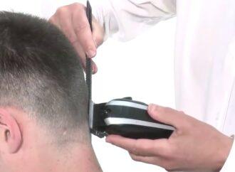 Лаявся та намагався зчинити бійку: на Одещині 22-річний чоловік викрав перукарську машинку