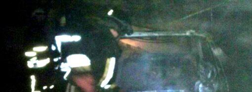 В гараже под Одессой сгорел автомобиль (фото)