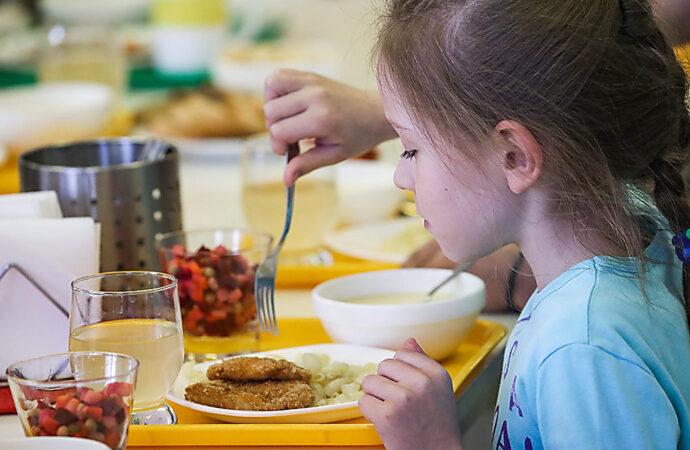 С апреля одесских школьников будут кормить по-новому