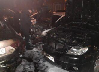 Ночью в Одессе вновь горели автомобили