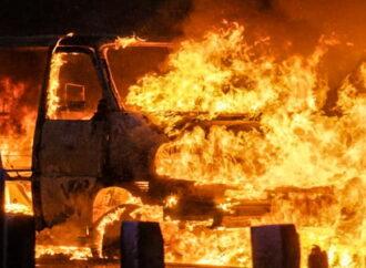 В Одессе потушили пылающий микроавтобус