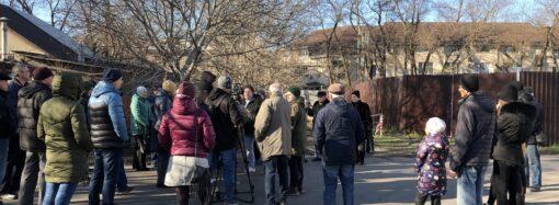 Одесситы протестовали против строительства высотки на Таирова