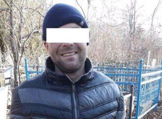 Под Одессой задержали улыбчивого расхитителя кладбищенских табличек (фото)