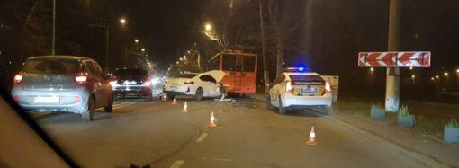 В Приморском районе Одессы автомобиль въехал в троллейбус