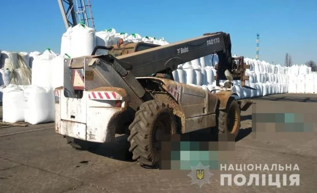 В порту под Одессой тяжелая техника переехала людей (обновляется)