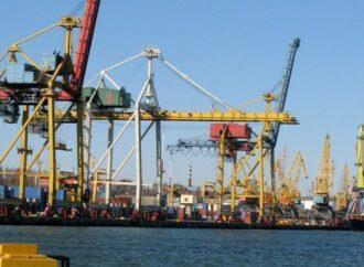 Без механизмов и повышенной опасности: под Одессой ограничили работу порта