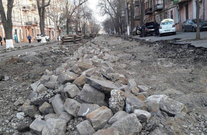 Разыскиваются плиты с улицы Софиевской: одесские чиновники не знают, где они хранятся