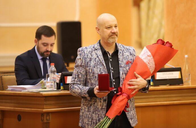 """Мэр Одессы наградил артиста комик-труппы """"Маски"""""""