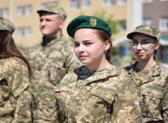 """""""Захист України"""" замість """"Захисту Вітчизни"""": відтепер учні шкіл вивчатимуть оновлений предмет"""