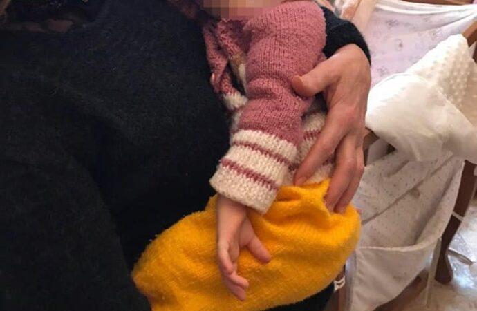 В Одесі мати намагалася задушити однорічну доньку: на допомогу покликала бабуся дівчинки