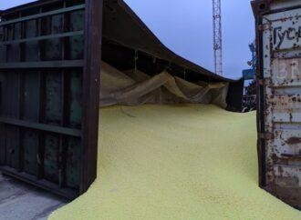 В порту под Одессой ЧП: рухнул склад, заполненный серой (фото, видео)