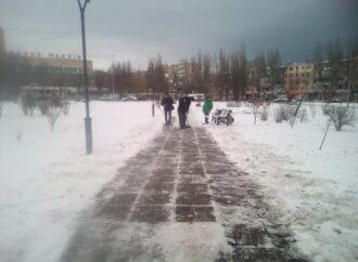 Непогода в Одессе и области: упавшие деревья, регион без света и закрытые трассы