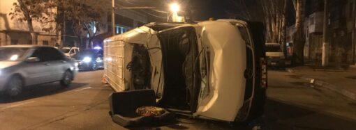 В Одесі поблизу Пересипського моста зіштовхнулися два легковики та мікроавтобус (фото)