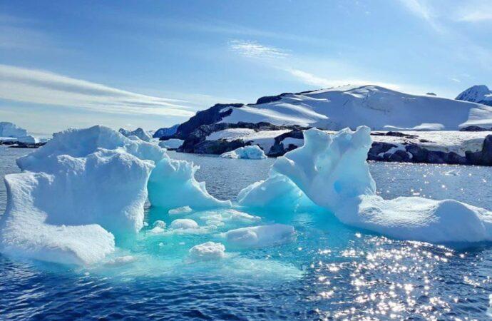 От Антарктиды откололся айсберг почти в 8 раз больше Одессы (видео)