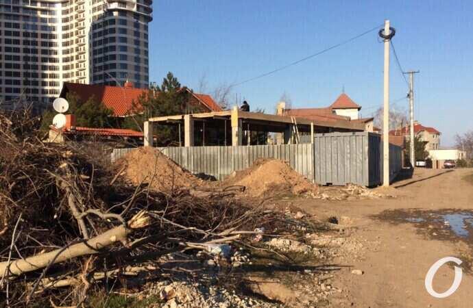 """Возле одесского парка """"Юность"""", несмотря на протесты местных жителей, началась стройка"""