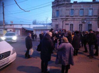 Жители Слободки третий день без электричества: они перекрыли дорогу