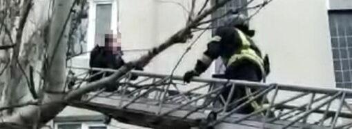 В Одессе спасли мужчину, пытавшегося свести счеты с жизнью после ссоры с любимой