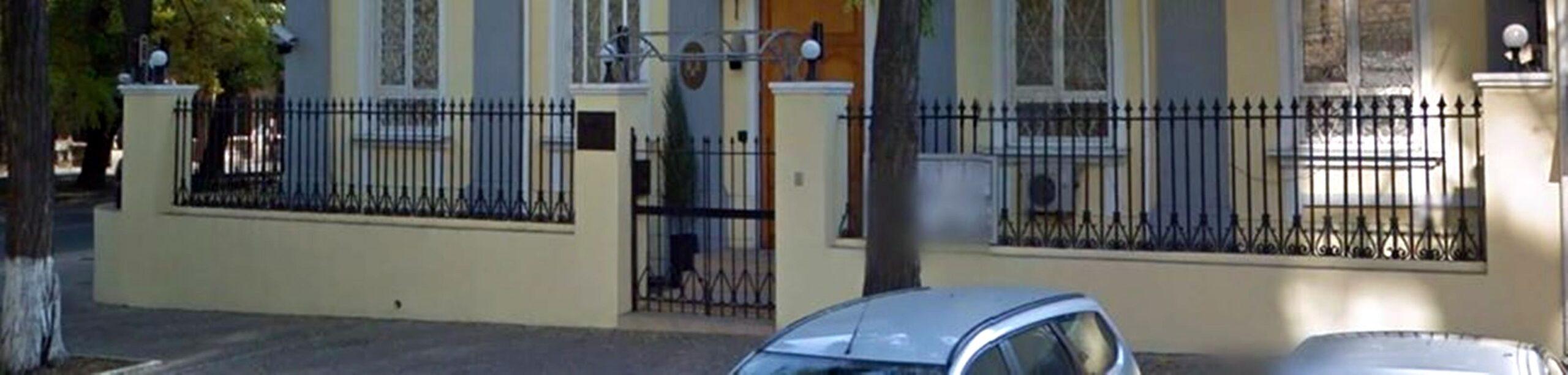 Часть ограды усадьбы Воронцовых в Одессе ныне украшает Генеральное консульство Румынии (угол улиц Базарной и Осипова в Одессе)
