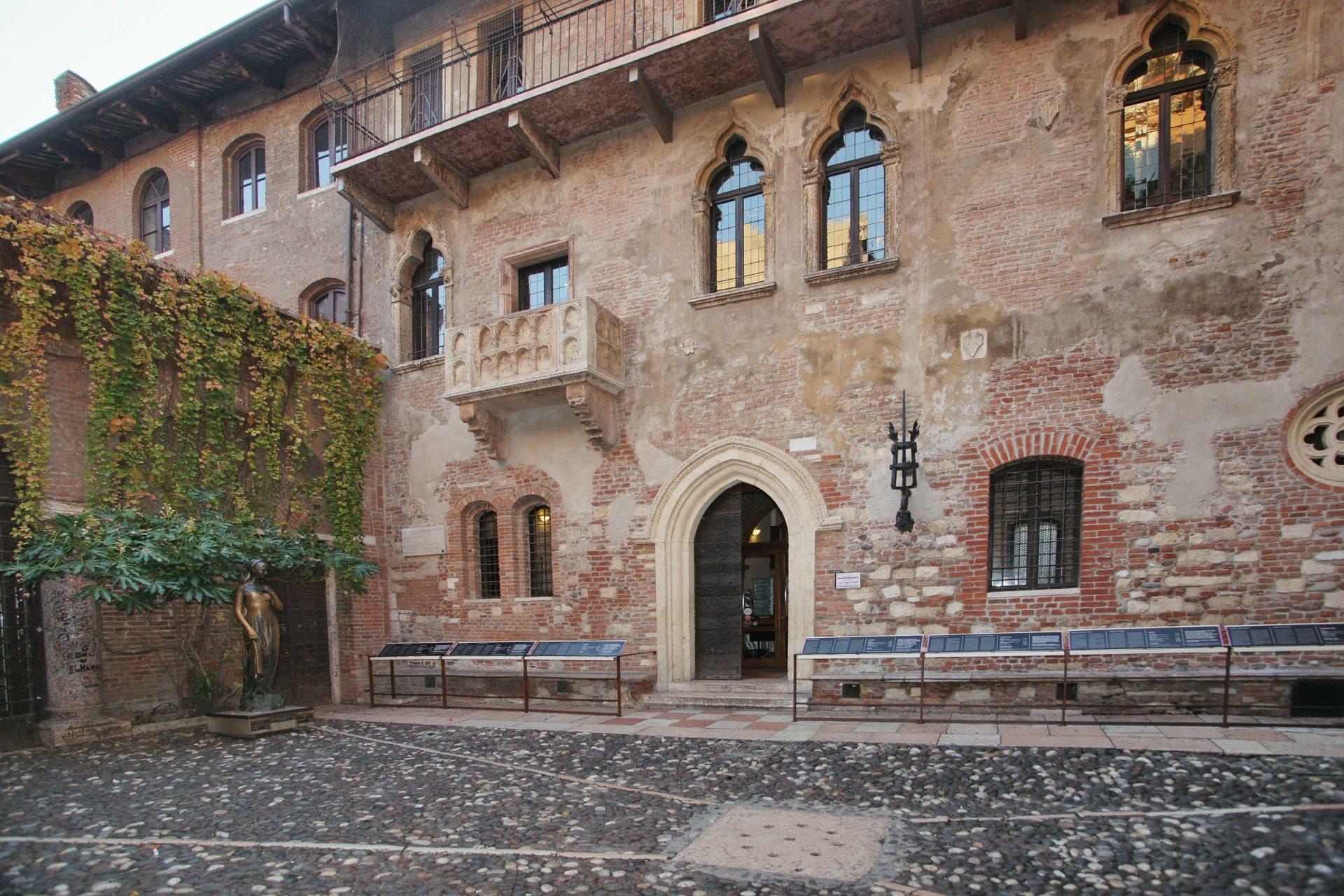 Дом Джульетты с балконом_Верона