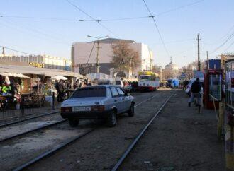 """Из-за ремонта улицы у """"Привоза"""" в Одессе изменят маршрут два трамвая и несколько автобусов"""