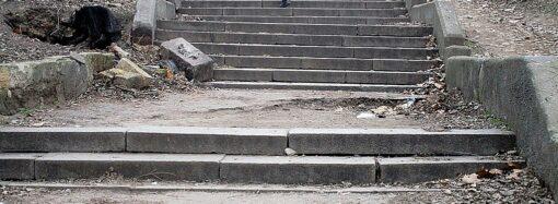 Одесский спуск Херсонского сквера: как бы облагородить? (фото)