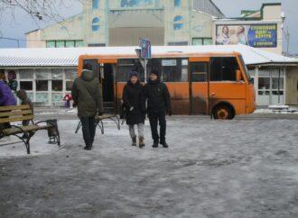 Тут песок – там ледок: ситуация с уличной «проходимостью» в центре Одессы (фото)