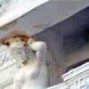 «Покрасили»: одесский «Пассаж» пугает ржавой кариатидой