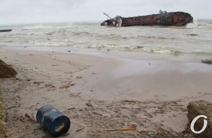 По делу затонувшего в Одессе танкера Delfi открыли два уголовных производства