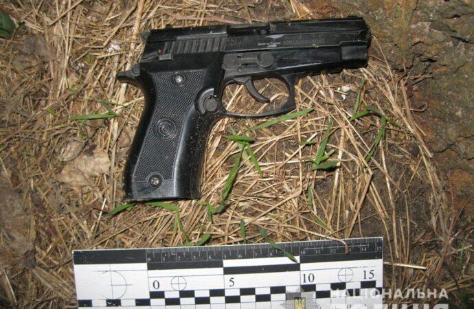 Хотів налякати сусідів: на Одещині затримали чоловіка, який влаштував стрілянину у під'їзді