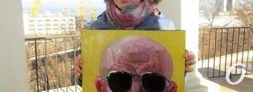 «Кому это надо»: у Колоннады прошла очень необычная выставка одесских художников