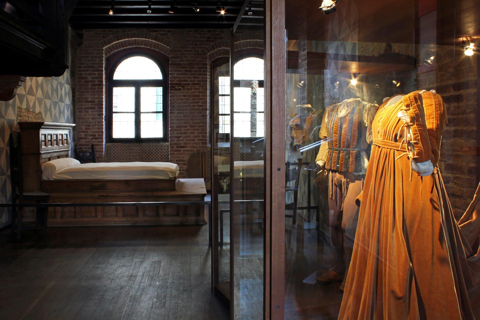 Костюмы Ромео и Джульетты и спектакля 1968 года. Музей Вероны