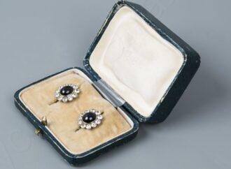 В Одессе продадут с молотка подаренные городу серьги с бриллиантами