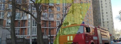 Пожар в Одессе: возгорание произошло в многоэтажке в Аркадии (обновлено)