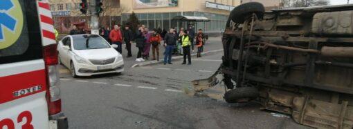 В Одессе перевернулся микроавтобус: пострадали три человека, в том числе ребенок