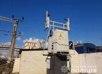 Виліз на трансформатор: на станції Одеса-Головна помер чоловік