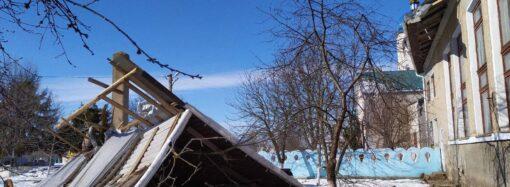 Сильный ветер снес крышу одной из школ в Одесской области