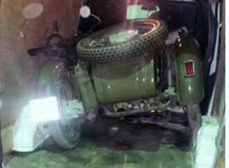 В Одеській області на кордоні з Молдовою у мікроавтобусі виявили мотоцикл, а в ньому – рація та штатив до кулемета (фото)
