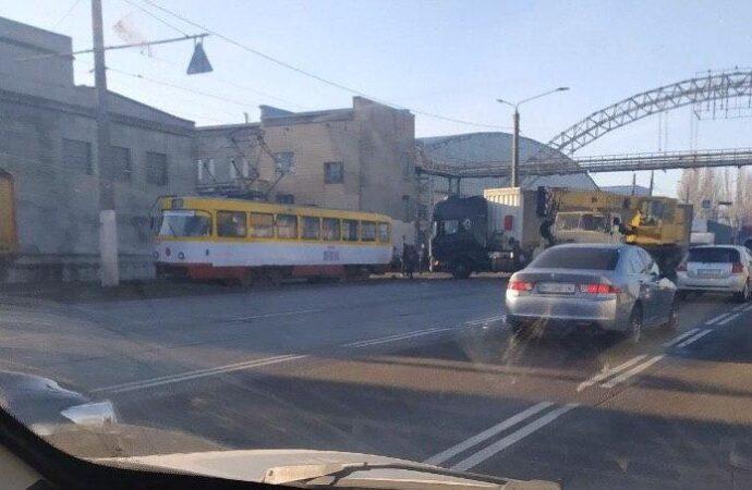 На одесском поселке Котовского из-за ДТП временно встали трамваи