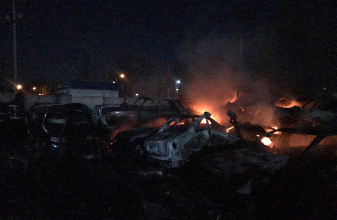 Пожар на штрафплощадке в Одессе: сгорело более 20 автомобилей (фото)