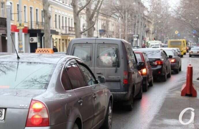 """Пробки в Одессе: какие дороги """"покраснели"""" в последний день марта (карта)"""