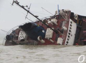 В Одесі поблизу танкера Delfi показники забруднення води і повітря перевищено у 15 разів